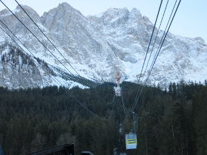 Eibseeseilbahn, in the background the Zugspitze