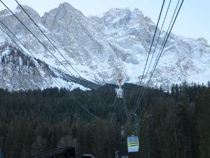 Eibseeseilbahn, in the background the Zugspitze